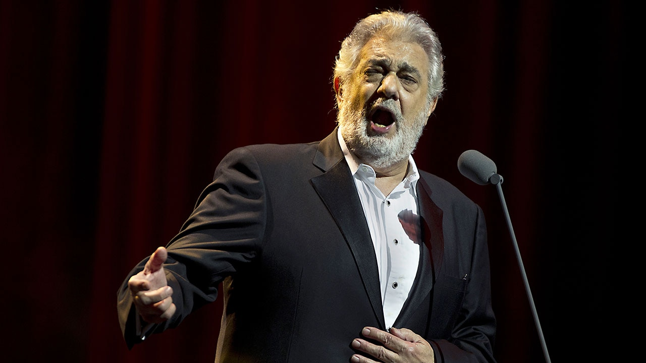 an overview of the tenor voice placido domingo a spanish singer